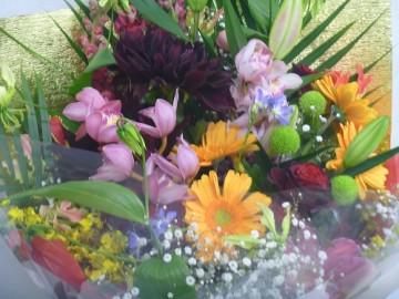 名駅・栄の忘年会・送別会会場に、花束をお届けします。