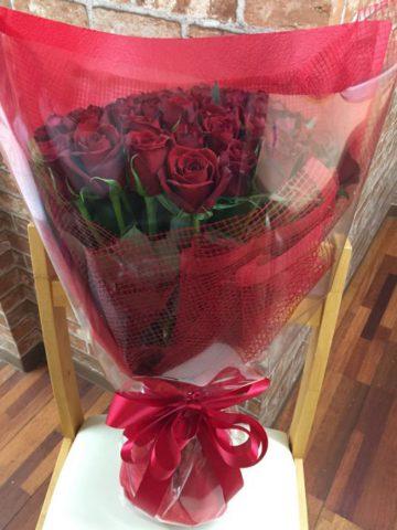サプライズで、バラの花束をプレゼント♪