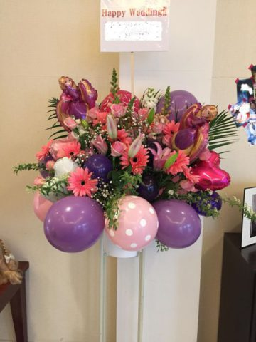 結婚式のお祝いに、スタンド花を贈りませんか♪