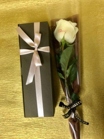 バレンタインデーに、メッセージローズ&ファンダショコラセットを大切な人に贈りませんか♪♡